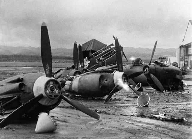 planeWrecksHickamField